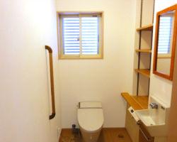 スッキリ整った清潔空間。棚は使いやすいよう、高さを調節できます。
